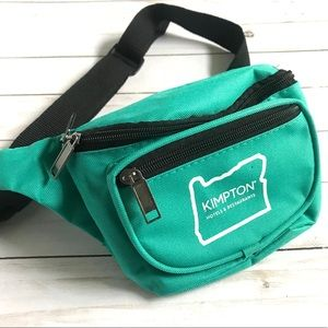 VINTAGE 90s turquoise Fanny pack